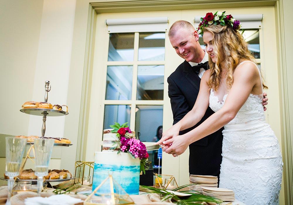 Button GH Wedding Cake Cutting