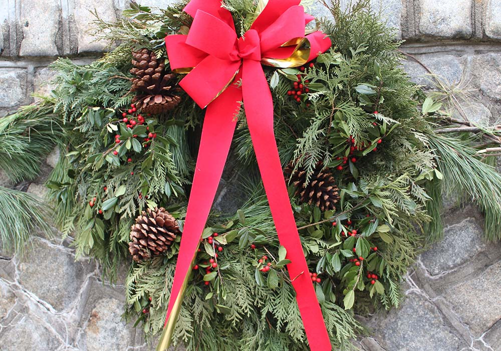 Button Holiday Wreath Wall